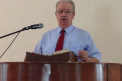 Larry-Preaching-in-Divine-Redeember-Bapt-Ch